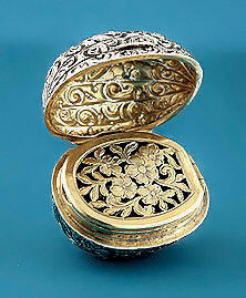 George IV Silver Walnut-Form Vinaigrette, 1825-6