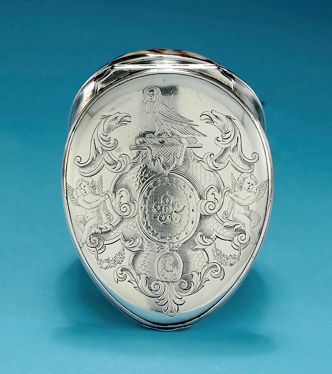 George I Silve-Mounted Cowrie Shell Snuff Box, Arms of Ashley or Ashby Ledgers