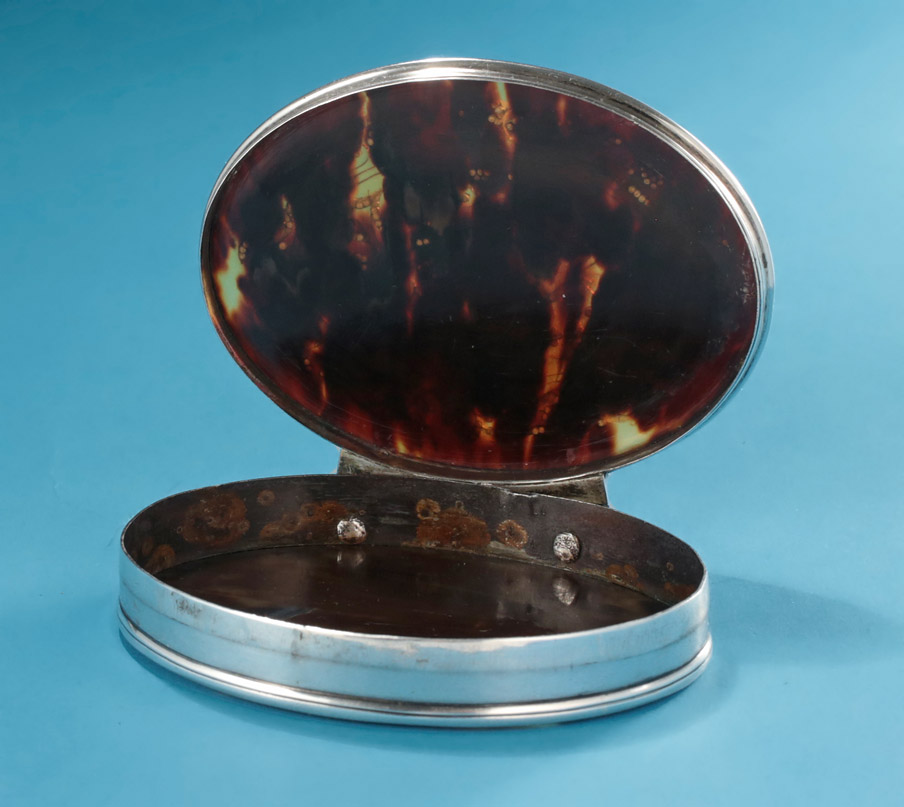 Queen Anne Tortoiseshell & Silver Pique Snuff Box, c1708, interior