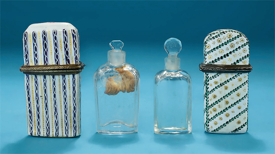 South_Staffordshire_Enamel-on-Copper_Scent_Flasks_&_Bottles_3_934w.jpg